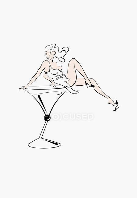 Donna sexy seduta nel bicchiere da cocktail — Foto stock