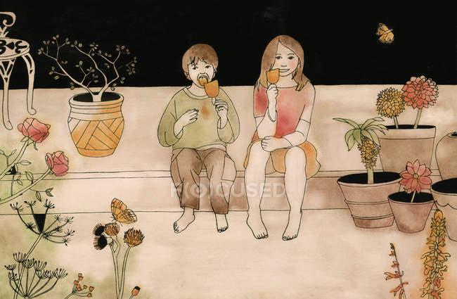 Menino e menina no jardim comendo picolé — Fotografia de Stock