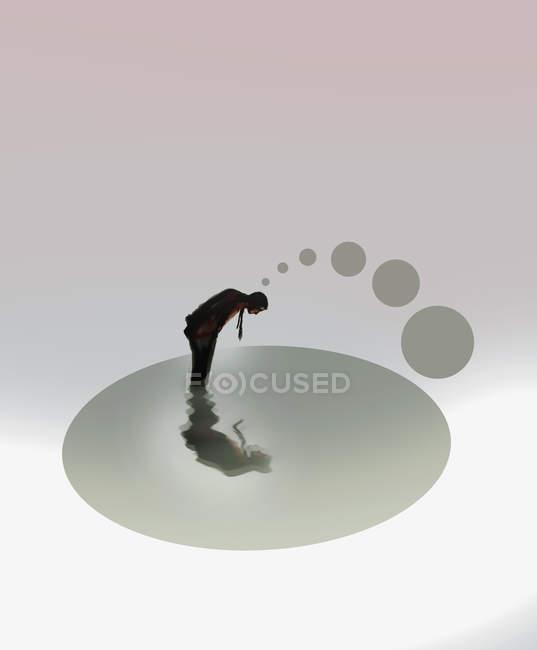 Homem pensando olhando para sua imagem de espelho na água — Fotografia de Stock