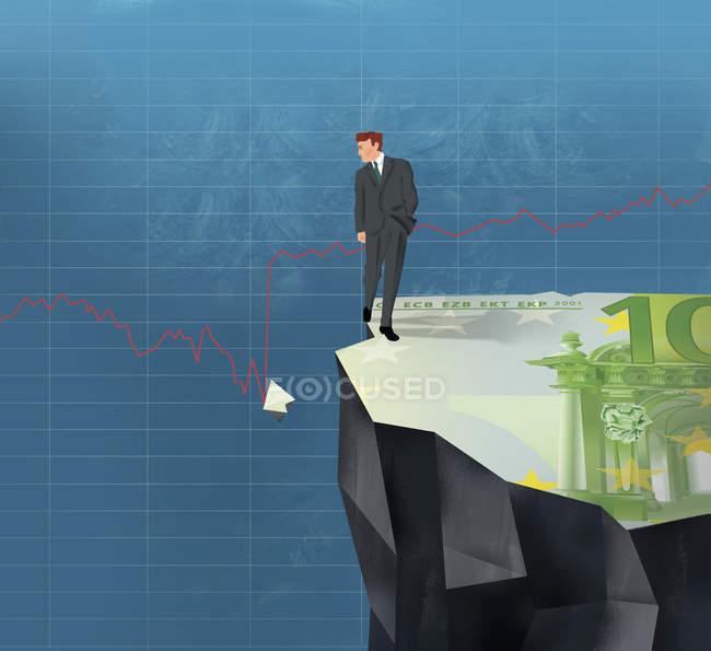 Empresario en el acantilado mirando pieza rota de la factura del euro en el gráfico de línea - foto de stock