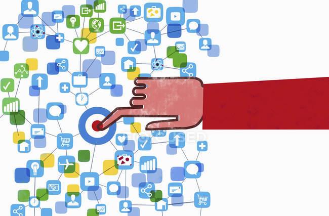 Рука натисканням кнопки комп'ютер підключений до мережі — стокове фото