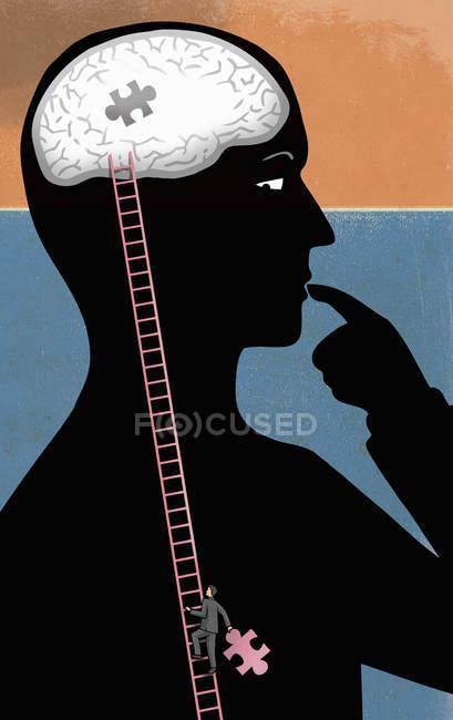 Mann klettert Leiter in Person in Richtung Gehirn mit letztem Puzzleteil — Stockfoto