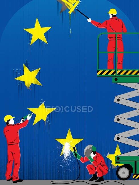 Trabalhadores reparando estrelas da bandeira europeia — Fotografia de Stock
