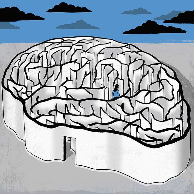 Женщина, идущая в лабиринт мозга — стоковое фото