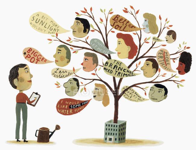 Mann hört Feedback von Gesichtern auf Baum — Stockfoto