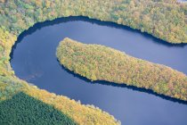 Scenic aerial view of curved river in autumnal forest in Rhineland-Palatinate, Germany — Stock Photo