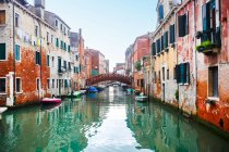 Typical Venice architecture, channel and boats — Stock Photo
