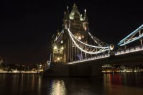 Tower bridge architecture at night, London, England — Stock Photo