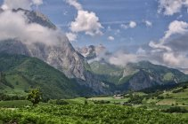 Paysage de montagnes Pyrénées — Photo de stock