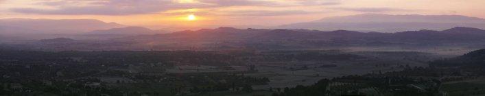 Paesaggio con montagne gamma vista — Foto stock