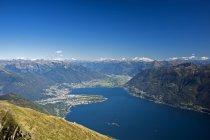 Montanhas da Suíça no lago maggiore — Fotografia de Stock