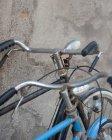 Обітнутого зображення двох припаркованих велосипеди — стокове фото