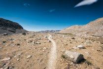 Мальовничий вид на красивий гірський масив краєвид — стокове фото