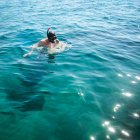 Man in mask snorkeling in the sea on sunny bright day — Stock Photo