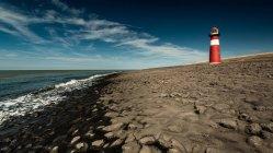 Paesaggio marino con costruzione faro — Foto stock