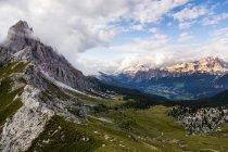 Dolomitas en día soleado, Alpes - foto de stock