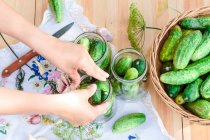 Pickling cucumbers with herbs — Stock Photo