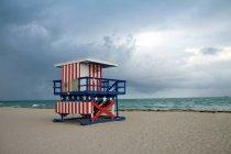 Пляж с наблюдательного поста — стоковое фото
