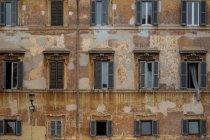 De exterior, arquitectura construcción de casa dañada - foto de stock