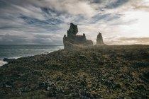 Paisaje islandés con océano - foto de stock
