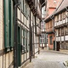 Cityscape of old town street with typical architecture, Quedlinburg, Germany — Stock Photo