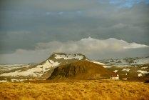 Couvert de neige imposant sommets — Photo de stock