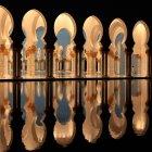 Vista interior com colunas e arcos por lagoa, a Mesquita de Abu Dhabi, Emirados Árabes Unidos, Emirados Árabes Unidos — Fotografia de Stock