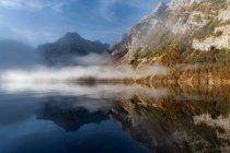 Paisagem com montanhas e lago — Fotografia de Stock