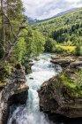 Природним мальовничого гірського водоспад — стокове фото