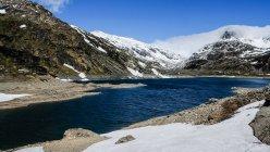 Альпійських гір з вершинами snowcapped — стокове фото