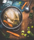 Chicken with vegetables in pot — Stock Photo