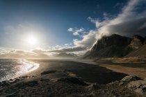 Arco de piedra de Gatklettur, Islandia - foto de stock