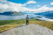 Man looking at landscape with river and mountains — Stock Photo