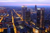 Superbe vue aérienne de Francfort dans la nuit — Photo de stock