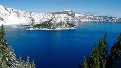 Paisagem montanhosa com lago — Fotografia de Stock