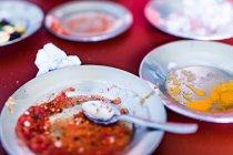 Vista ravvicinata dei piatti con salse — Foto stock