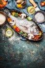 Fisch mit Gemüse und Reis — Stockfoto