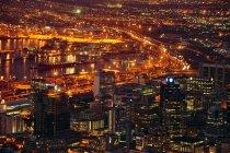 Vista panoramica aerea di città del capo durante la notte — Foto stock