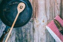 Kochlöffel mit Pfanne — Stockfoto