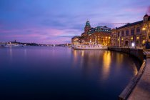 Twilight purple sky in Sweden, Stockholm Palace — Stock Photo