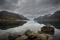 Paysage de la Scandinavie avec des fjords — Photo de stock