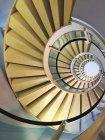 Abstrakte strukturierte Kulisse mit Treppe — Stockfoto