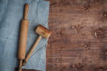 Wooden hammer and rolling pin on cloth — Stock Photo