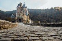 Bela vista panorâmica de eltz famoso castelo, Alemanha — Fotografia de Stock