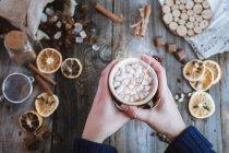 Гаряча кава подаються гуртки — стокове фото
