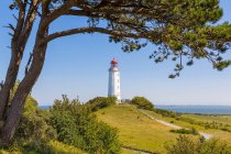 Seascape with lighthouse building — Stockfoto
