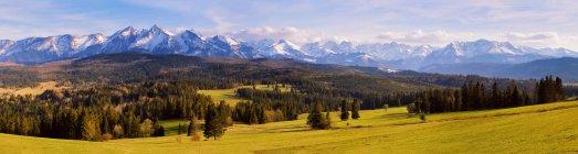 Panorama of snowy Tatra mountains in spring — Stock Photo