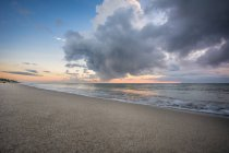 Seelandschaft mit Sandstrand — Stockfoto