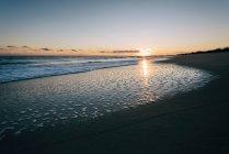 Beautiful coast with ocean on horizon — Stock Photo