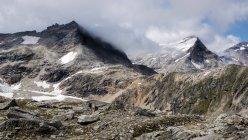 Paysage de neige sur les montagnes — Photo de stock